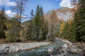 Fluss in den Alpen