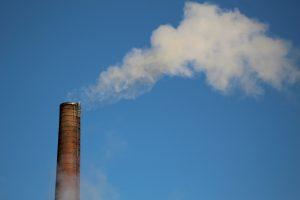 Schornstein mit Rauch