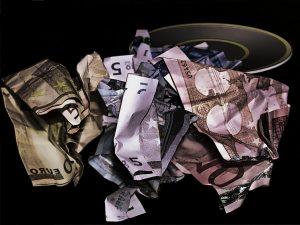 Geldscheine zerknüllt