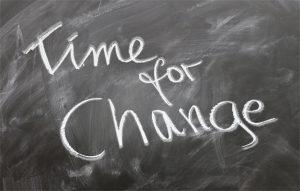 "Tafel mit dem Schriftzug ""Time for Change"""