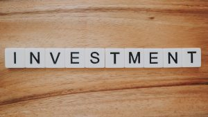 """Schriftzug """"Investment"""""""