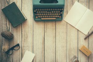 Schreibtisch mit Schreibmaschine